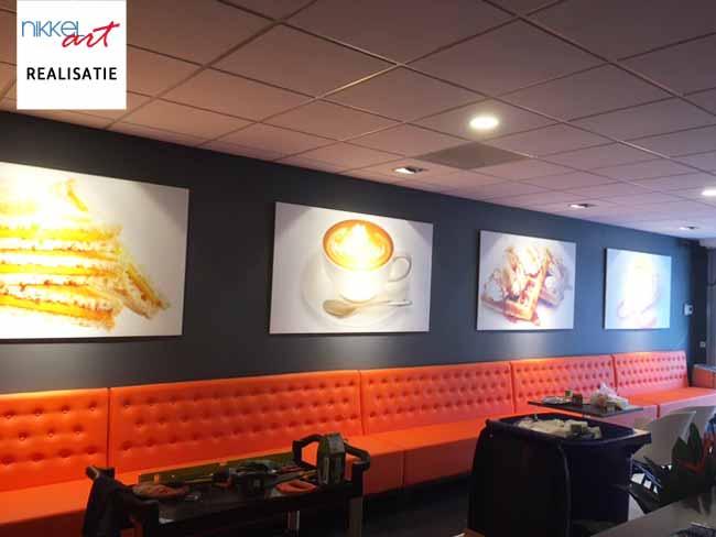 Mooie schilderijen in restaurant.