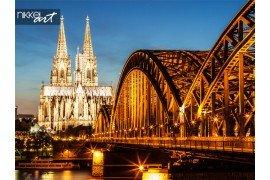 Hohenzollern brug en de Dom van Keulen in de schemering
