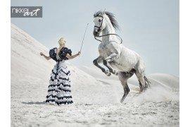 Verleidelijke blonde opleiding van het paard
