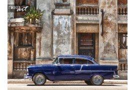 Oude auto in Cubaanse straat