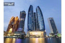 Wolkenkrabbers van abu dhabi s nachts Verenigde Arabische Emiraten