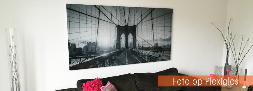 Foto op plexiglas met aluminium frame ophangen