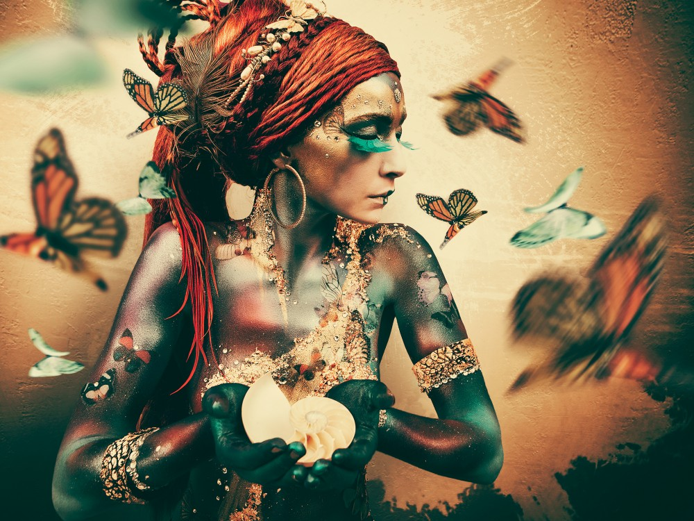 Foto op Plexiglas Jaime Ibarra Woman with butterflies - Summon
