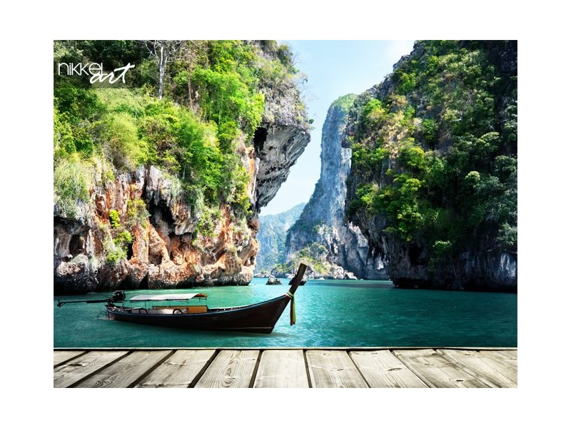 Lange boot en rotsen op railay beach in krabi, thailand