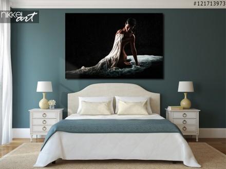 Foto op Aluminium Artistiek naakt vrouw op zwarte achtergrond