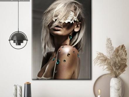 Betoverende blonde dame op klassiek canvas