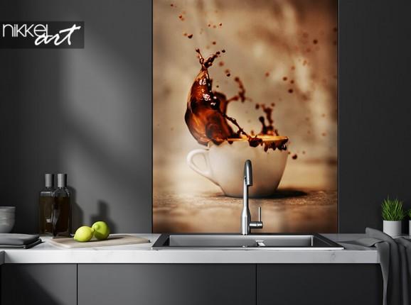 Glazen keukenachterwand met koffie splash