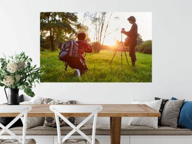 Fotografen Team bei Sonnenaufgang in der Natur