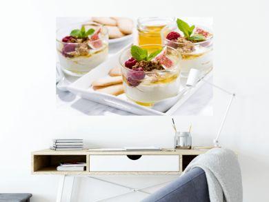 greek yogurt with honey and fresh figs