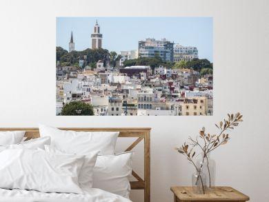 Marocco: porto e skyline di Tangeri, città marocchina sulla costa del Maghreb all'entrata occidentale dello stretto di Gibilterra, dove il Mar Mediterraneo incontra l'Oceano Atlantico