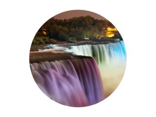 Niagarawatervallen & 39 s nachts verlicht door kleurrijke lichten