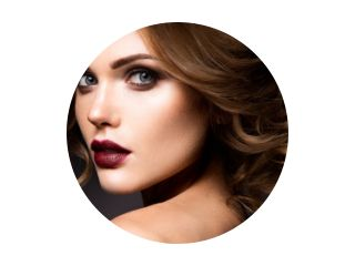 Close-up portret van mooie vrouw met lichte make-up