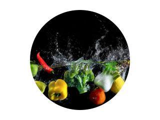 Groenten spatten in water