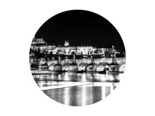 Karelsbrug Vltava Rivier nacht Tsjechoslowakije b&amp w