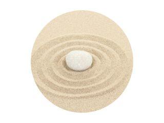zen steen in zand met cirkels
