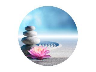 zand, lelie en spa-stenen in zen-tuin