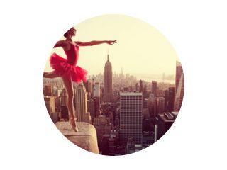 Balletdanser voor de skyline van New York