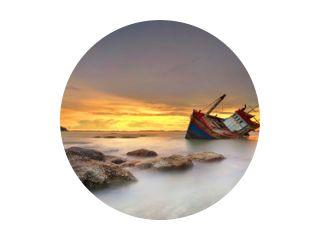 schip vergaan bij zonsondergang in Chonburi, Thailand