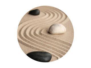Perspectief van de stenen op het zand.
