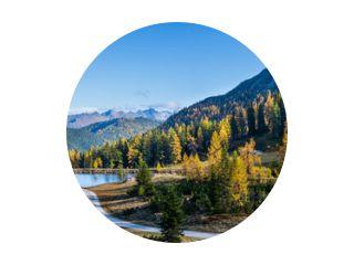 Vreedzame herfst Alpen uitzicht op de bergen. Reiteralm, Steiermark, Oostenrijk.